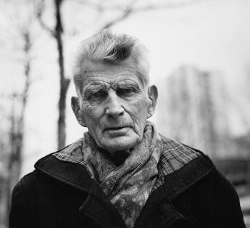 Samuel Beckett fotografato da John Minihan nel 1985 a Parigi, boulevard Saint Jacques