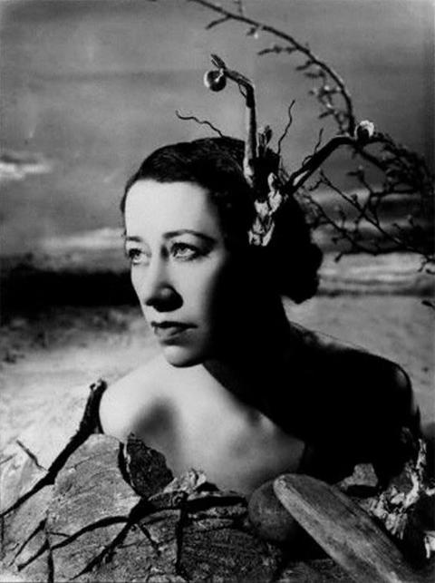 """Angus McBean, """"Flora Robson"""" (1938)"""